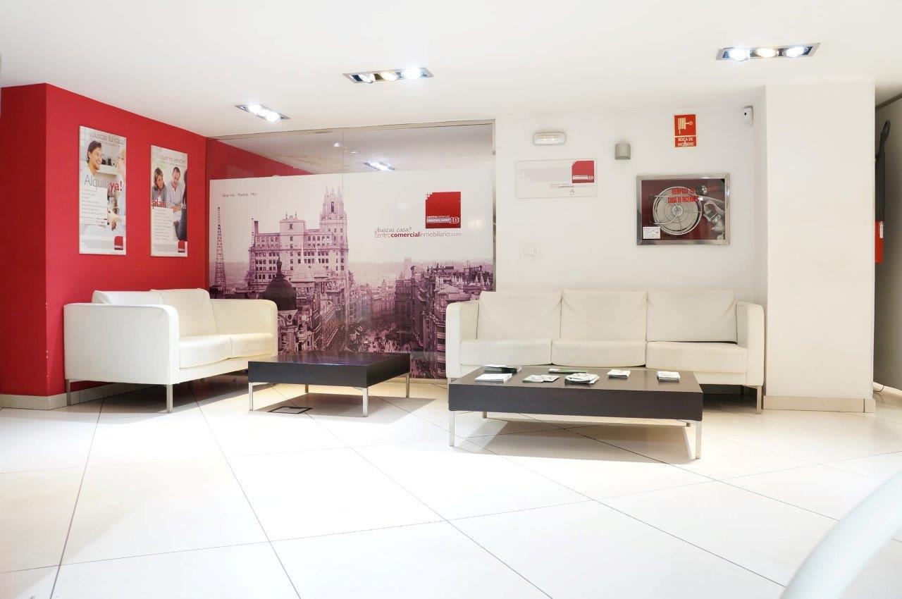 Espacios donde ganarse la confianza del cliente for Arreglo de salas modernas